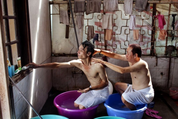 Trọn bộ ảnh đồng tính của nữ nhiếp ảnh gia 8X