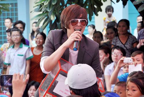Đêm nhạc ủng hộ Wanbi Tuấn Anh là một 'nốt trầm' của Vbiz