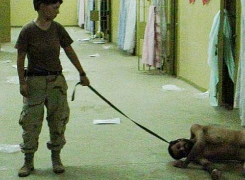 Rùng mình cảnh tra tấn tù nhân man rợ tại nhà tù Iraq