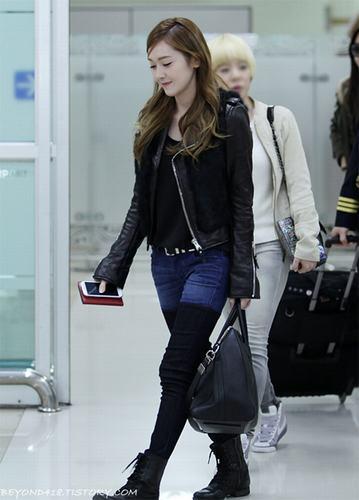 Soi gu thời trang sân bay 'chất lừ' của Jessica (SNSD)