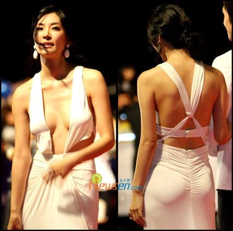 Những pha lộ ngực 'chín' mặt của sao Hàn