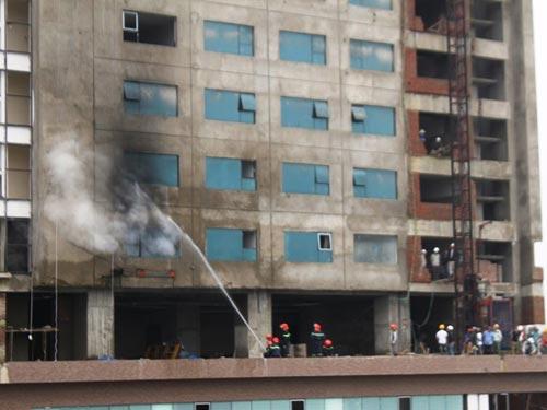 Cháy lớn ở tòa nhà cao nhất thành phố Vinh