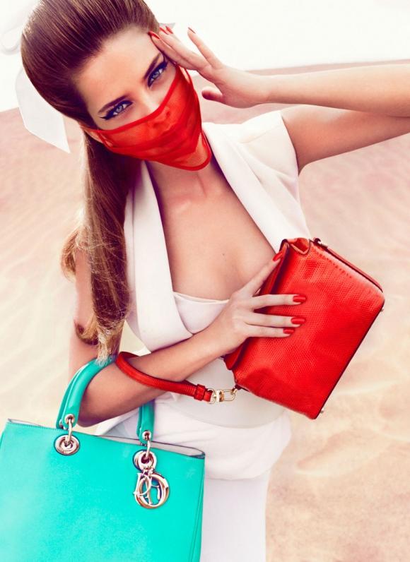 Siêu mẫu Barbara Palvin 'bùng nổ' cùng sắc màu thời trang