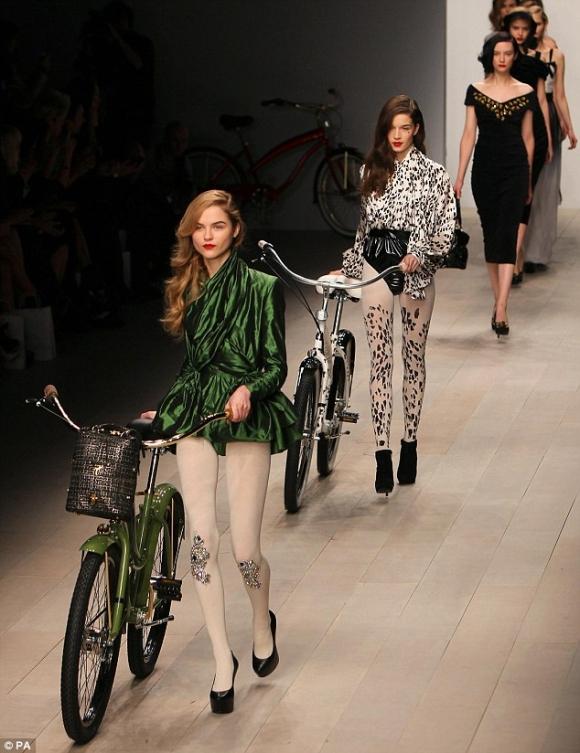 Tuần lễ thời trang London 2012: Cập nhật mẫu thiết kế ấn tượng