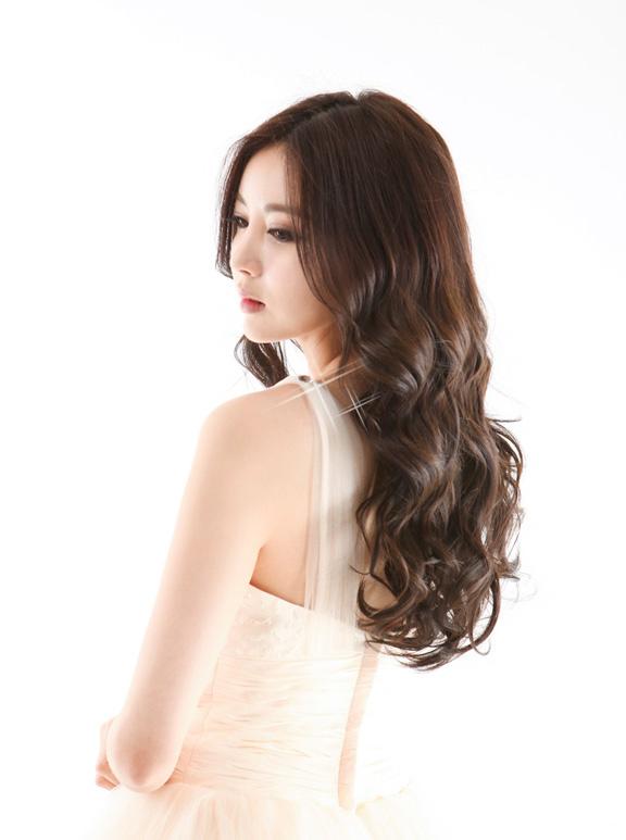 Kiểu tóc xoăn bồng bềnh mới nhất chào đón Quốc tế phụ nữ