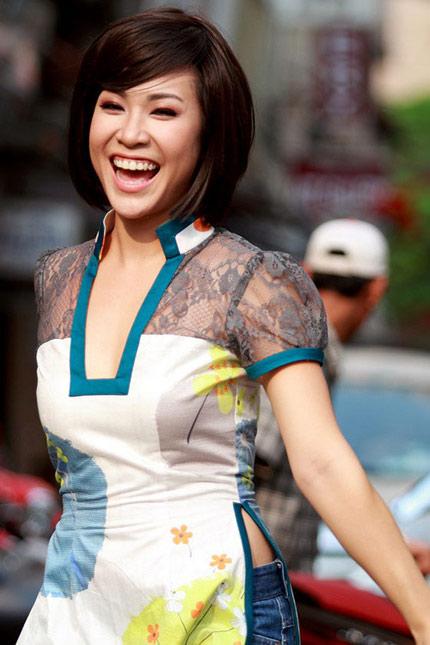 Uyên Linh tái xuất sau scandal cái tát bên cánh gà