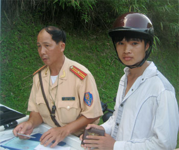Na Rì: Tăng cường các biện pháp đảm bảo trật tự an toàn giao thông năm 2012