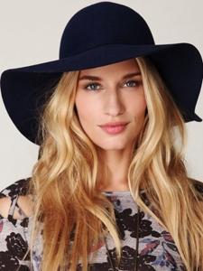 Những kiểu mũ quyến rũ bạn trong ngày hè rực rỡ