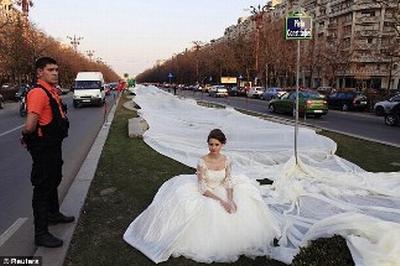 Chiếc váy cưới dài nhất thế giới gần 3km