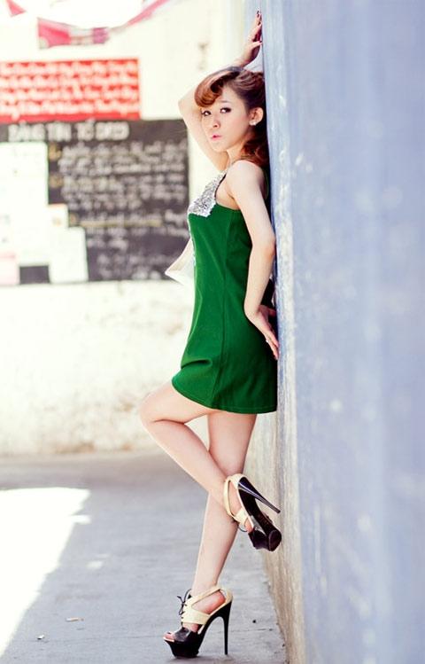 Chọn đầm sắc màu dễ thương như hot girl Ivy