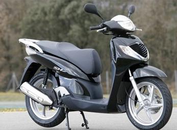 Giá xe tay ga Honda SH nhập vẫn 'loạn'