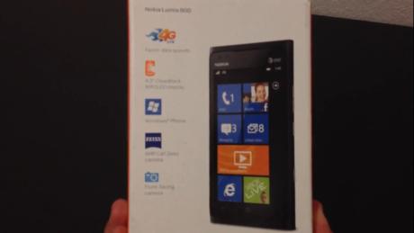 Bất ngờ xuất hiện video đập hộp Lumia 900 phiên bản AT&T