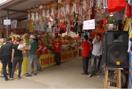 Lễ hội Đền Hùng: Nhếch nhác và náo loạn với loa công suất lớn
