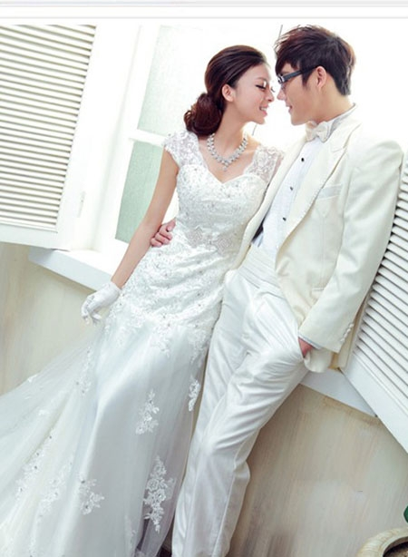 Những kiểu váy cưới lên ngôi năm 2012