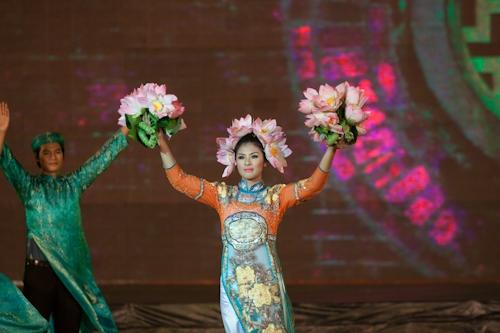 Những hồi trống khai màn đêm bế mạc Festival Huế 2012.
