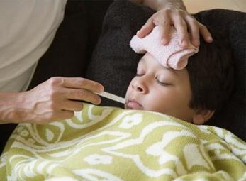Hiểu lầm tai hại khi chăm trẻ sốt