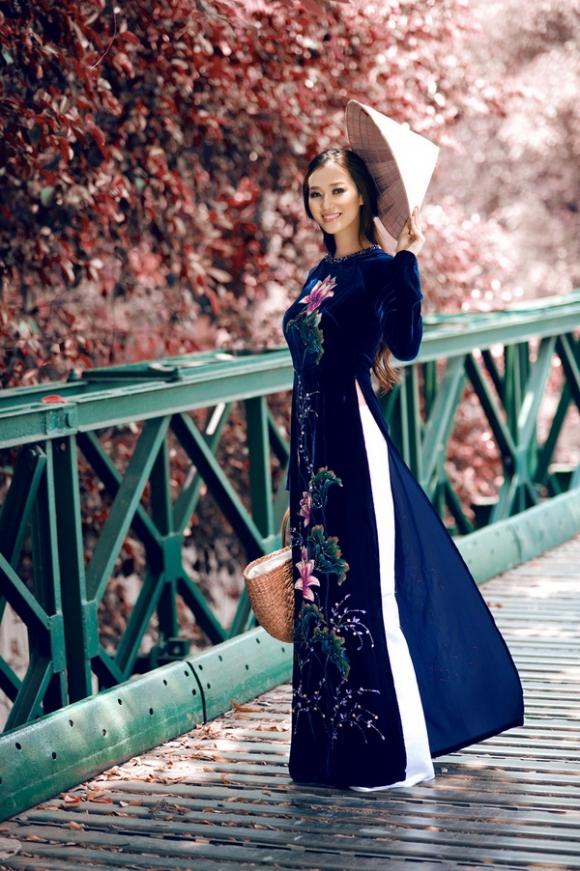 Khánh My khoe sắc trong tà áo dài truyền thống