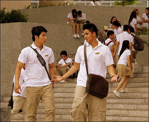 Trương Nam Thành khoe body cực 'hot' trong phim mới