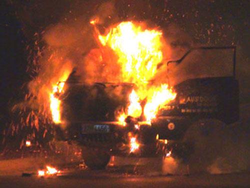 Điện Biên: Đang chạy trên đường, xe tải bốc cháy nghi ngút