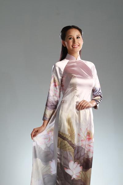 Festival Huế 2012: Mai Phương Thúy đằm thắm trong tà áo Việt