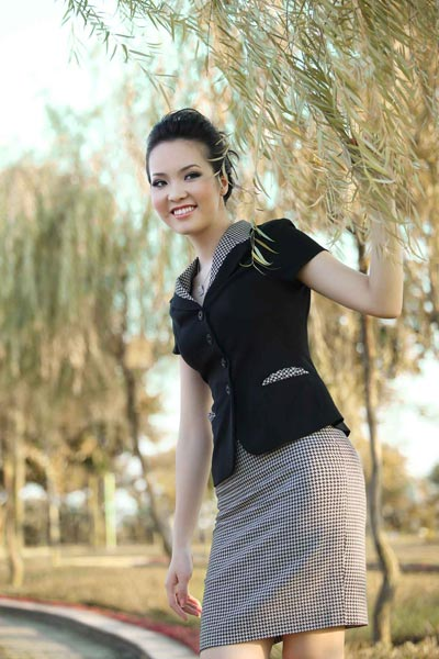 Ngọc Hân, Thụy Vân thanh lịch với áo ký giả 2012