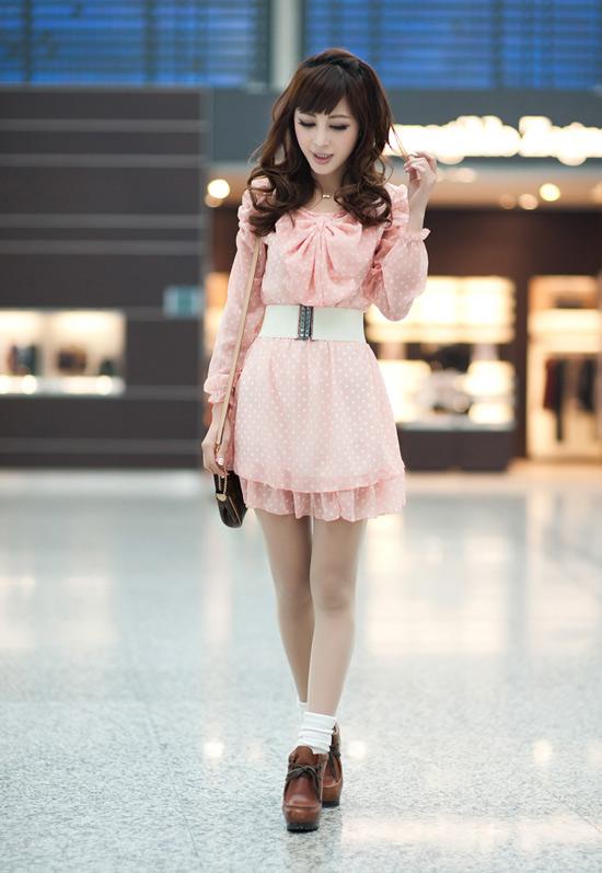 Dạo phố cùng váy chấm bi điệu đà