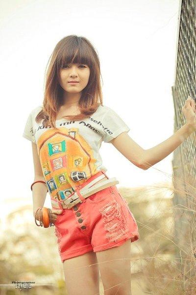Đón nắng hè rạng rỡ cùng hot girl Lily Luta
