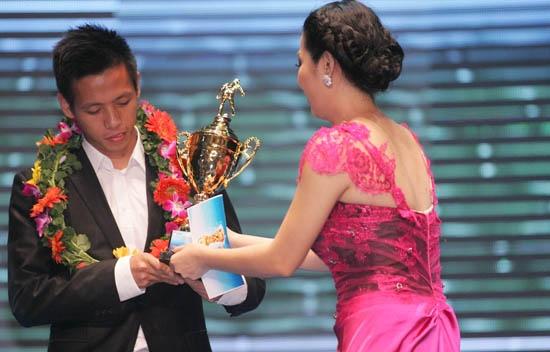 Quả bóng Vàng Việt Nam 2011: Vinh danh Thành Lương, Kiều Trinh