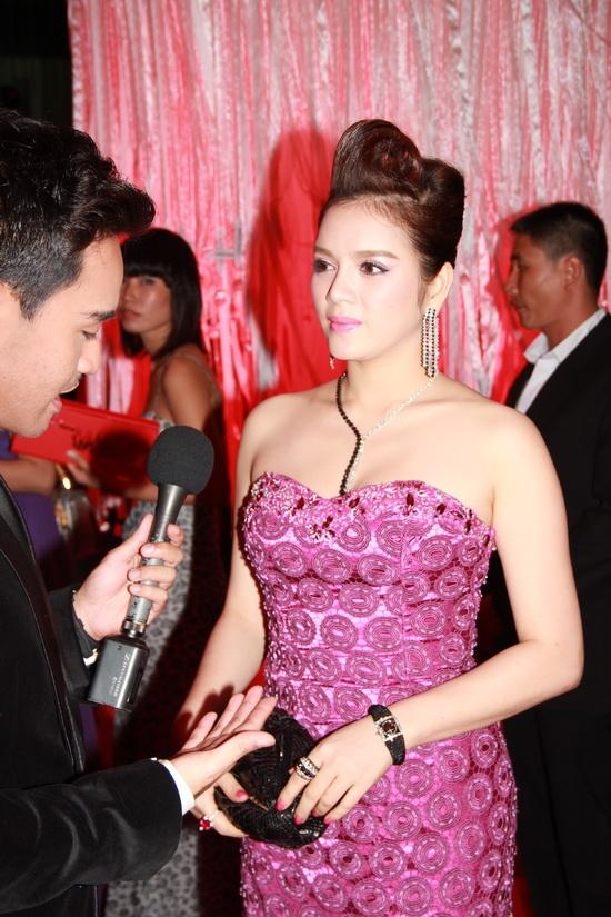 Lý Nhã Kỳ soán ngôi 'mỹ nhân tiền tỷ' của Thanh Hằng
