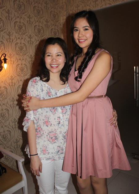 Nỗi lòng của các bà mẹ Hoa hậu Việt