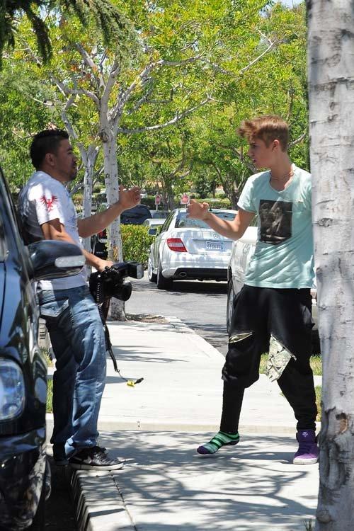 Justin Bieber đánh nhau chí mạng với paparazzi