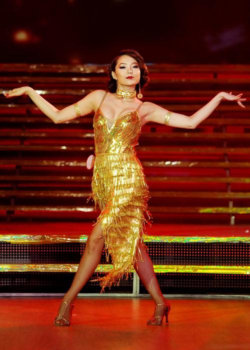 Minh Hằng 'đụng' váy sequin tua rua với Hồ Ngọc Hà
