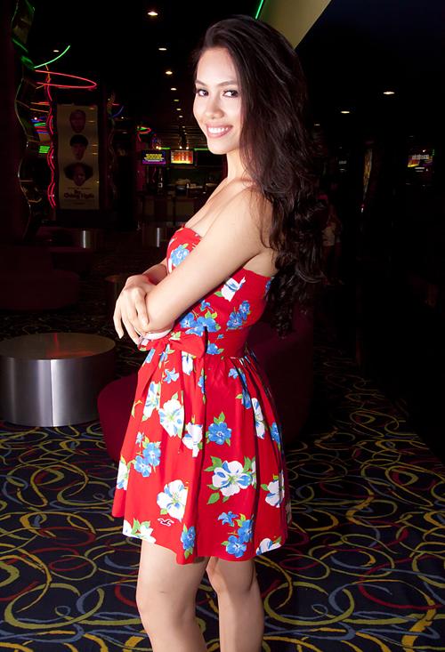 Hoàng My tươi trẻ, ngọt ngào với váy hoa bắt mắt