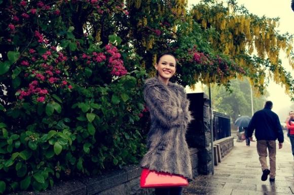 Tuyết Lan, Hoàng Thuỳ khoe nét quyến rũ trên đường phố Scotland