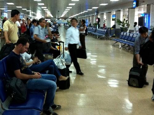 Dọa nổ mìn vì chuyến bay TP. HCM - Hà Nội bị hoãn