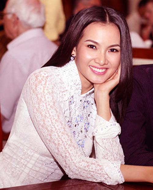 Sao Việt ấn tượng với tóc rẽ ngôi giữa