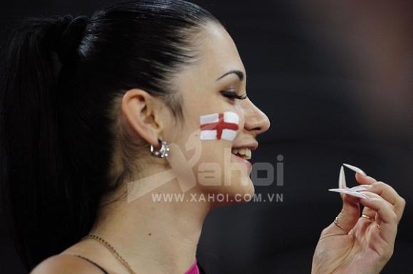 Những 'bóng hồng' xinh đẹp nhất Euro 2012 (P.2)