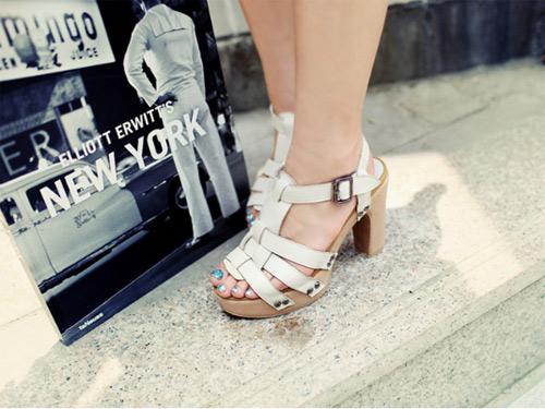 Giày đế thô giúp bạn gái tự tin và cá tính hơn