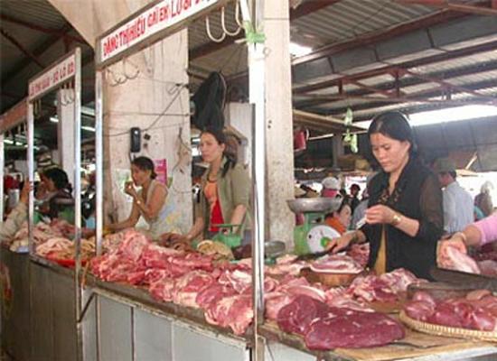 Nghịch lý giá thịt lợn: Người nuôi than lỗ, dân mua đắt