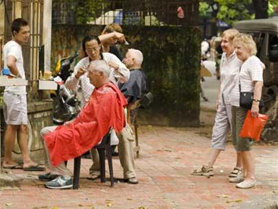 Nghề cắt tóc nam, một vốn… bốn chục lời