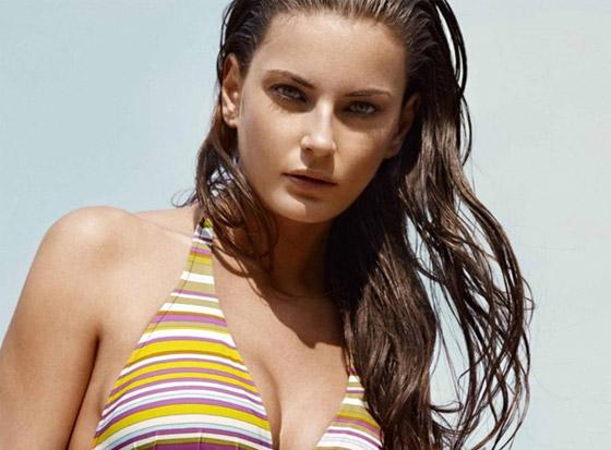 Gợi cảm và tự tin với bikini họa tiết sinh động