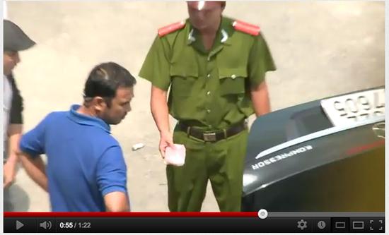 Xôn xao clip Quyền Linh bị bắt vì tàng trữ ma túy?