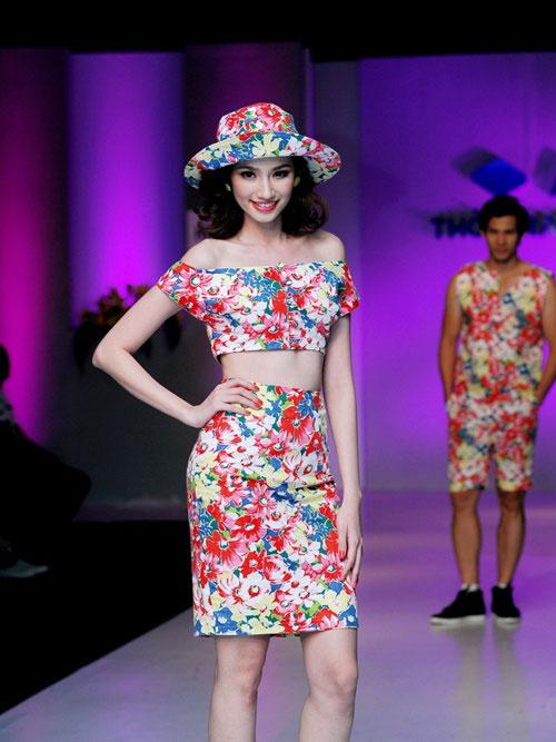 Siêu mẫu Việt: Vai thô, bụng mỡ, chân tay lỏng lẻo