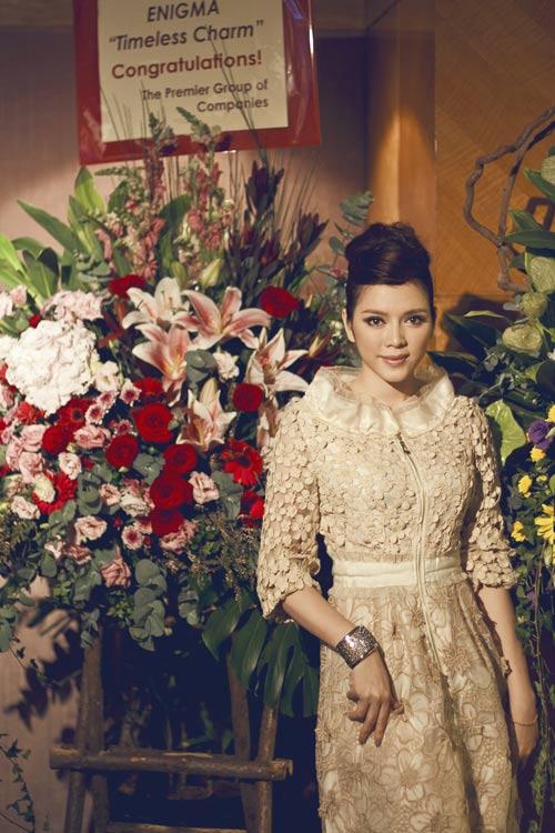 Lý Nhã Kỳ đẹp quyến rũ trong bộ váy ren sang trọng