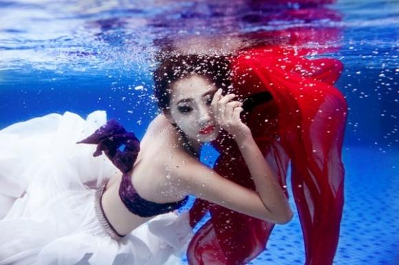 Trà My Next Top hóa mỹ nhân ngư quyến rũ dưới nước