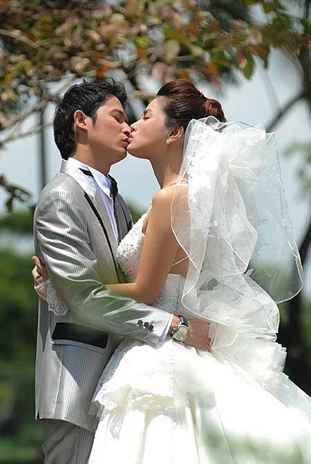 Những nụ hôn đốt cháy màn ảnh Việt (Phần 3)