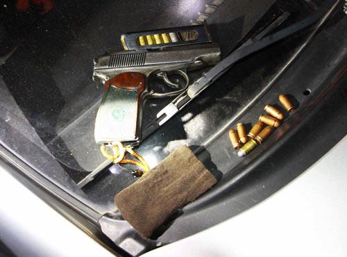 Đôi nam nữ tàng trữ súng và ma túy số lượng lớn