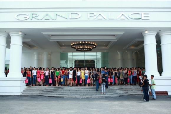 Vietnam's Next Top Model 2012: Xuân Lan quyến rũ, Nam Trung 'chơi trội'