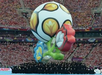 Video Lễ khai mạc VCK Euro 2012: Ngắn gọn nhưng trang trọng