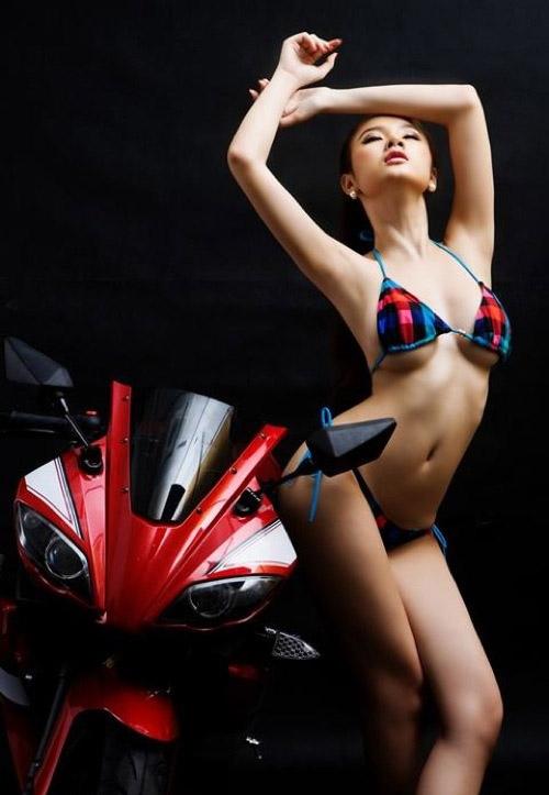 Ngọc Trinh và Angela Phương Trinh: Ai mặc đồ lót 'ngọt' hơn?